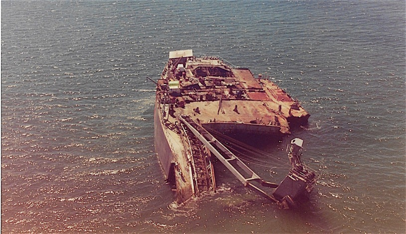 Pix of the wrecked New Carissa near Coos Bay, Oregon